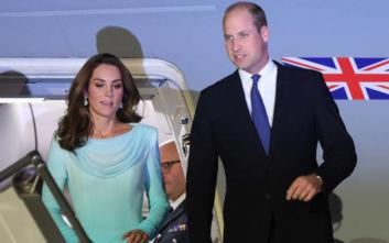 Το αεροπλάνο του πρίγκιπα Ουίλιαμ και της Κέιτ Μίντλετον έπεσε σε καταιγίδα και δεν κατάφερε να προσγειωθεί