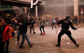 Ισπανία: Άγρια επεισόδια στη Βαρκελώνη, τουλάχιστον 78 οι τραυματίες