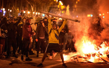 Οργισμένος ο υπ. Εσωτερικών της Ισπανίας απειλεί όσους κάνουν επεισόδια στην Καταλονία