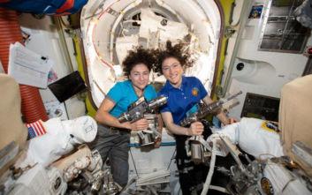 Η NASA γράφει ιστορία! Ο πρώτος διαστημικός περίπατος από γυναίκες