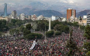 Κορονοϊός: Η Χιλή απαγορεύει τις δημόσιες συγκεντρώσεις