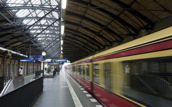 Έσπρωξαν άνδρα στις γραμμές του μετρό στο Βερολίνου και τον σκότωσαν