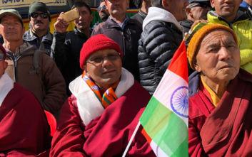 Ινδία: Το Κασμίρ χάνει από σήμερα το ειδικό καθεστώς του και χωρίζεται
