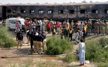 Φονική πυρκαγιά σε τρένο στο Πακιστάν: Τουλάχιστον 71 νεκροί