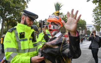 Διαδηλώσεις για το κλίμα σε ολόκληρο τον κόσμο: Δεκάδες οι συλλήψεις των ακτιβιστών