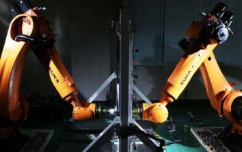 Ρομπότ κατασκευάζουν ανταλλακτικά αυτοκινήτων