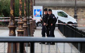 Επίθεση με μαχαίρι στο Παρίσι: Ασυνήθιστη η συμπεριφορά του δράστη το προηγούμενο βράδυ