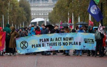 Συλλήψεις ακτιβιστών για το κλίμα στο Λονδίνο, αποκλεισμένοι δρόμοι σε Άμστερνταμ και Βερολίνο