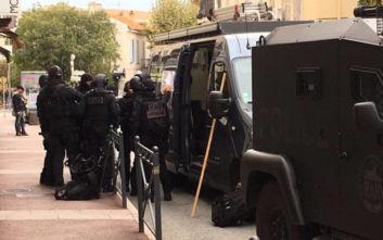 Συναγερμός στη Γαλλία: Άντρας έχει ταμπουρωθεί σε μουσείο