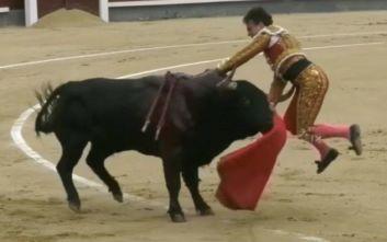 Τρομακτικό βίντεο με ταύρο που τραυματίζει σοβαρά ταυρομάχο στην αρένα