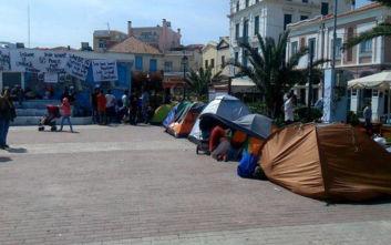 Αθώοι 13 πρόσφυγες που είχαν κατασκηνώσει στην πλατεία Σαπφούς της Μυτιλήνης