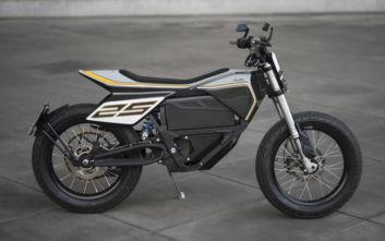 Η μοναδική μοτοσικλέτα που φτιάχτηκε από τα χέρια ενός γλύπτη