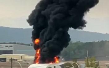 Αεροπλάνο του Β' Παγκοσμίου Πολέμου τυλίχθηκε στις φλόγες σε αεροδρόμιο των ΗΠΑ