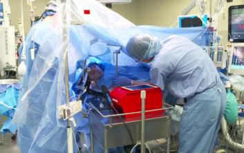 Γιατροί έκαναν live στο Facebook εγχείρηση στον εγκέφαλο 25χρονης στο Τέξας