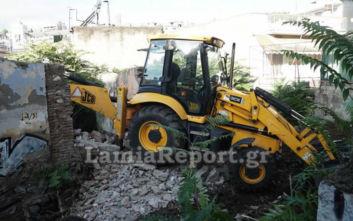 Ξεκίνησε η κατεδάφιση επικίνδυνων σπιτιών στη Λαμία