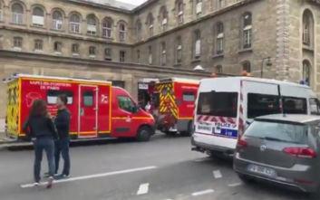 Συναγερμός στο Παρίσι: Άντρας μαχαίρωσε αστυνομικούς