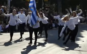 Σάλος με την παρέλαση αλά… Monty Python στη Νέα Φιλαδέλφεια