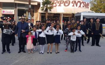 Έδιωξαν γονείς από την παρέλαση των παιδιών τους στη Θεσσαλονίκη επειδή είναι Ρομά