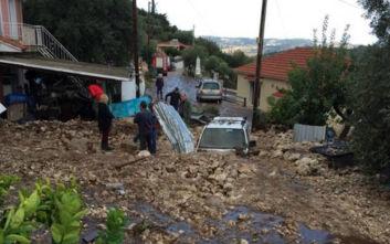 Καιρός: Τόνοι λάσπης έθαψαν αυτοκίνητα και σπίτια στην Κεφαλονιά