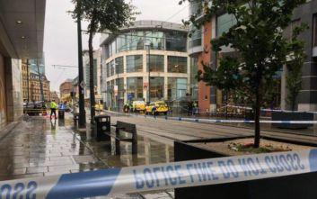 Εκκενώθηκε εμπορικό κέντρο στο Μάντσεστερ, πληροφορίες για επίθεση με μαχαίρι