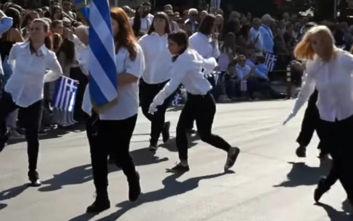«Προσβολή της ελληνικής σημαίας» η αλά Monty Python παρέλαση