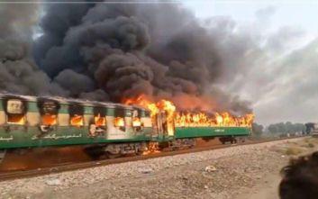 Τουλάχιστον 10 νεκροί από φωτιά σε τρένο στο Πακιστάν