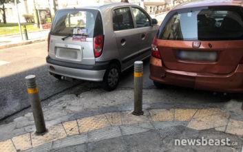 Αθήνα: Χάος από αυτοκίνητα παρκαρισμένα πάνω σε πεζοδρόμια και διαβάσεις