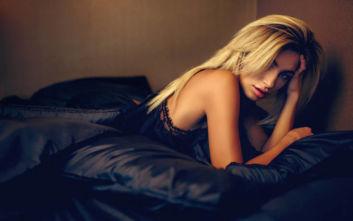 Αν θέλετε λαμπερά μαλλιά μετά τον ύπνο, υπάρχει ένα μυστικό