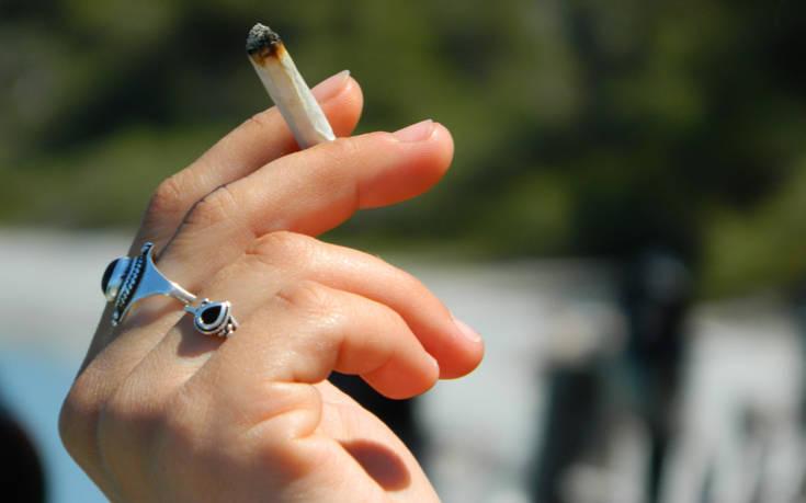 Ο Έλληνας δεν πεινάει, έχει καλή υγεία αλλά καπνίζει σαν φουγάρο