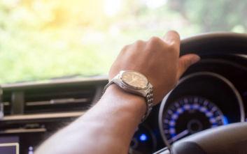 Η καθημερινή συνήθεια που στην οδήγηση είναι απαγορευτική
