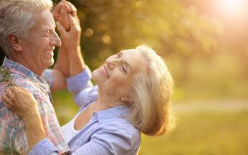 Ημέρα του παππού και της γιαγιάς: Η Ελλάδα τρέχει προς τη γήρανση