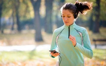 Γιατί δεν πρέπει να τρέχεις με το κινητό σου στο χέρι