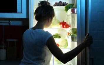 Το μυστικό για να μην παχαίνετε από τις συχνές επιδρομές στο ψυγείο