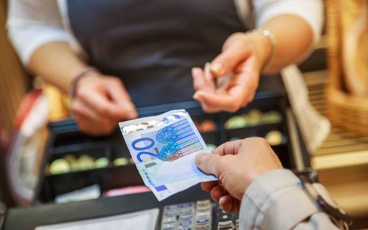 Λαμία: Καλοντυμένος απατεώνας αδειάζει ταμεία με ταχυδακτυλουργικό τρόπο