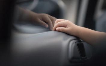 Κλείδωσε τα παιδιά της σε αυτοκίνητο και τα άφησε να πεθάνουν γιατί ήταν… ακάθαρτα