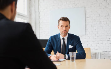 Η ατάκα που δεν πρέπει με τίποτα να ξεστομίσεις στη συνέντευξη για δουλειά