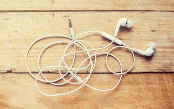 Νέα ακουστικά με αισθητήρα για τους καρδιακούς παλμούς