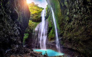 Όλο το μεγαλείο της φύσης σε καταρράκτες στην Ινδονησία