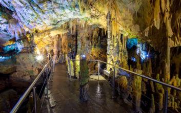 Μυστήριο και μαγεία σε ένα από τα πιο εντυπωσιακά σπήλαια
