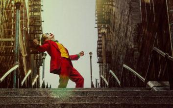 «Τζόκερ»: Πανικός για μια φωτογραφία στα σκαλιά που κατεβαίνει χορεύοντας ο Χοακίν Φίνιξ