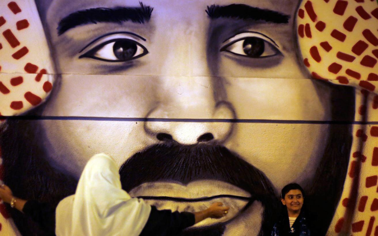 Ο αφανής απόφοιτος Νομικής που έγινε στα 32 του πανίσχυρος ηγέτης του αραβικού κόσμου