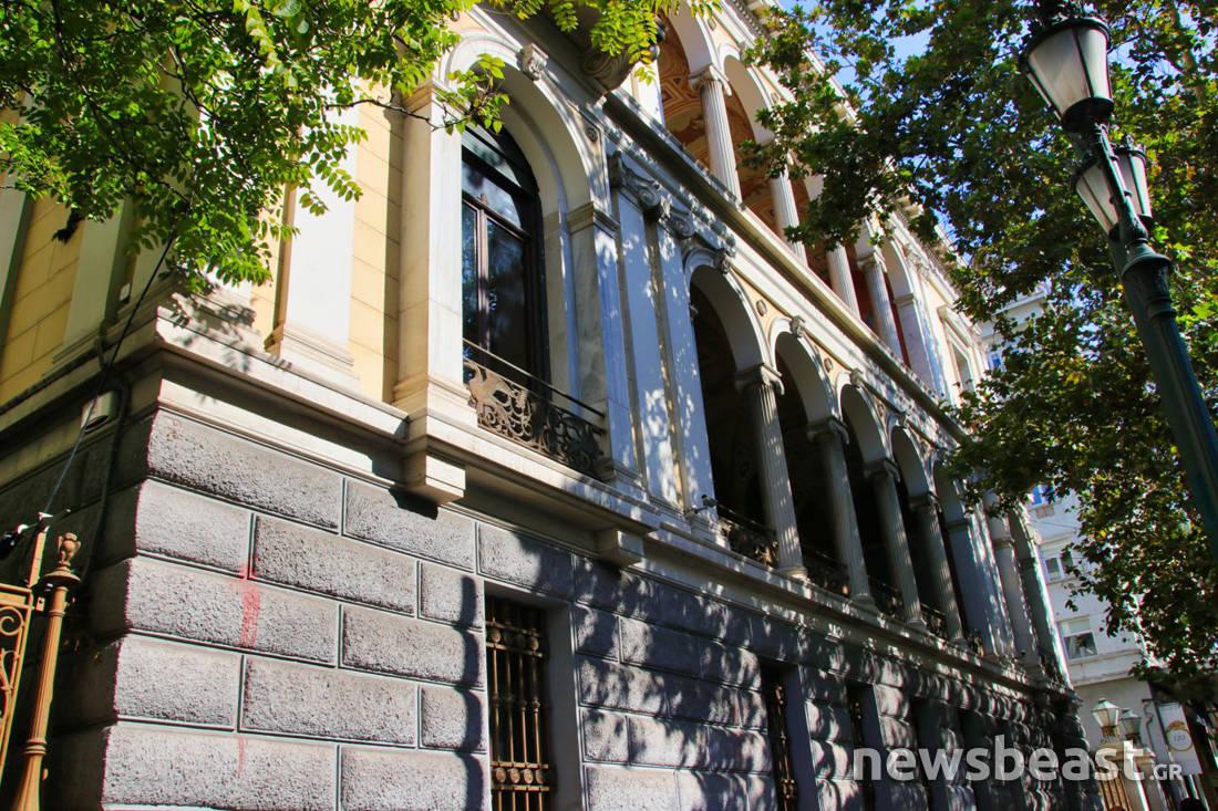 Η ιστορία του επιβλητικού κτιρίου στην Πανεπιστημίου που είναι γεμάτο σβάστικες