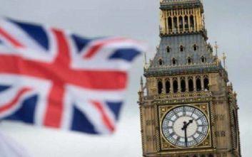 Βρετανία: Μειώνουν την διαφορά οι Εργατικοί από τους Συντηρητικούς του Μπόρις Τζόνσον