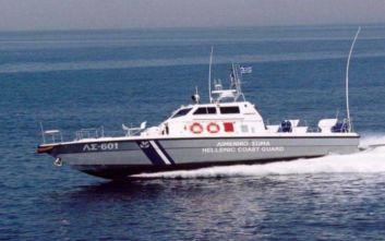 Ηγουμενίτσα: Δουλεμπορικό μετέφερε 33 μετανάστες, ακινητοποιήθηκε από το Λιμενικό