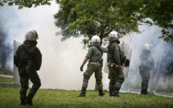 Πεδίο μάχης τα Εξάρχεια ανάμεσα σε αντιεξουσιαστές και αστυνομία
