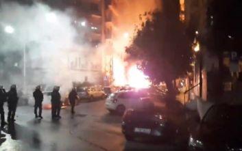 Πολυτεχνείο: Μολότοφ στην πορεία της Θεσσαλονίκης, καίγονται αυτοκίνητα