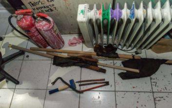 Κοντάρια, κράνη, εργαλεία και πυροσβεστήρες κατασχέθηκαν κατά την έφοδο στην ΑΣΟΕΕ
