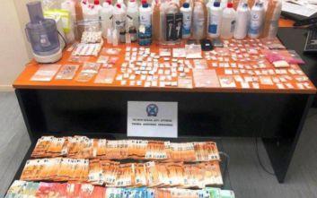 Συνελήφθη 54χρονος στο Περιστέρι με πλήθος ναρκωτικών και 24.375 ευρώ