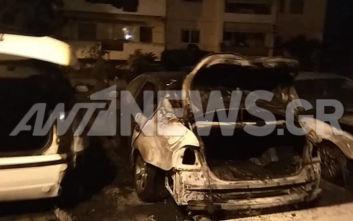 Ταύρος: Φωτιά σε αυτοκίνητα σε υπαίθριο πάρκινγκ πολυκατοικίας