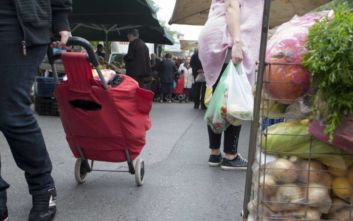 Οι Έλληνες γύρισαν την πλάτη στη λαϊκή αγορά